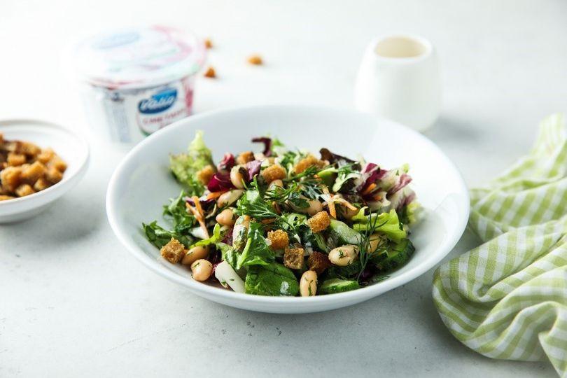 Салат из фасоли со сметанным соусом.jpg