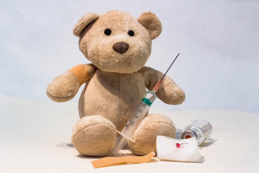 Какие прививки делают новорожденным