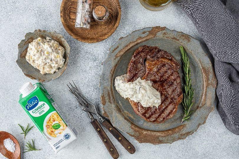 Стейк из говядины со сливочно-грибным соусом.jpg