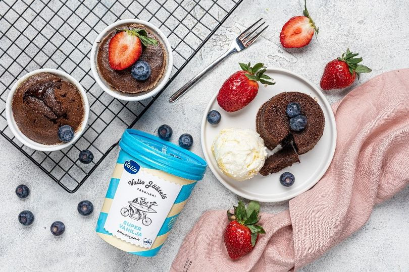 Шоколадный фондан с ванильным мороженым.jpg
