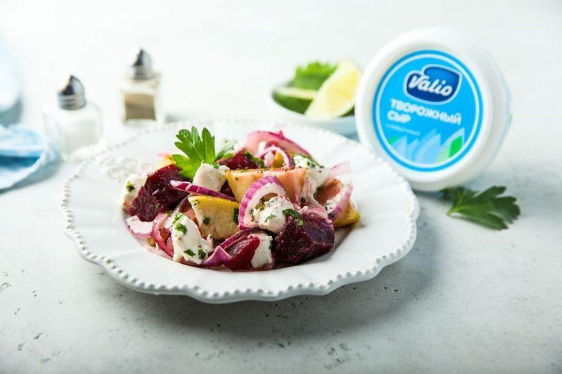 Салат со свеклой и творожным сыром.jpg