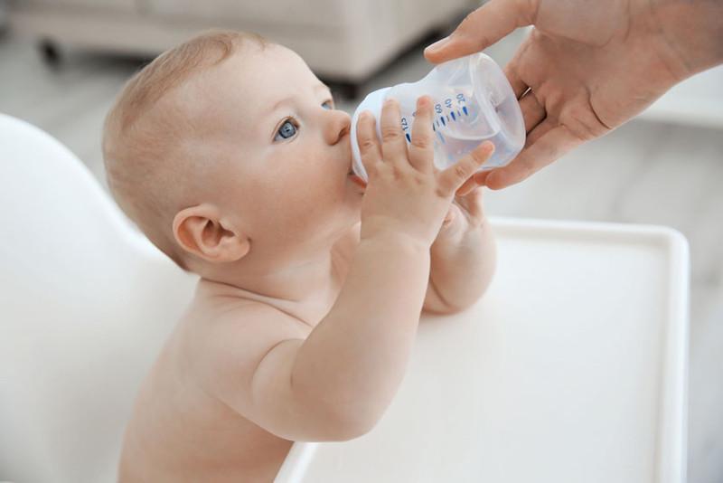 Нужна ли вода ребенку при грудном вскармливании