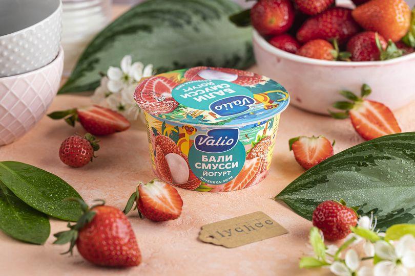 Йогурт «Valio Clean Label Бали смусси» с клубникой и личи.jpg