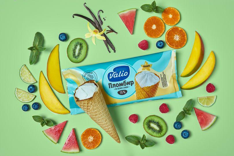 Мороженое пломбир с ароматом ванили в вафельном сахарном рожке с молочным шоколадом Valio.jpg