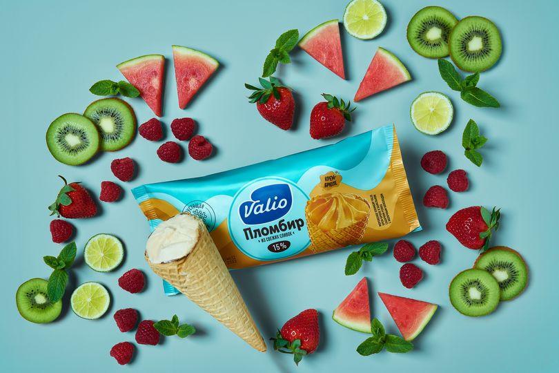 Мороженое пломбир крем-брюле в вафельном сахарном рожке с молочным шоколадом Valio.jpg