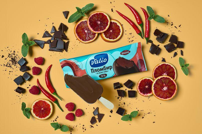 Мороженое эскимо пломбир шоколадный в молочном шоколаде Valio.jpg